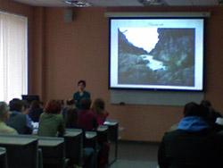 Лекции по спортивному туризму в аудиториях МИСиС. Школу по горному туризму базового уровня проводят инструктора Клуба АТО.