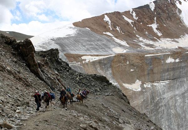 Активный пешеходный горный конный туризм в Киргизии. Летний сезон 2010 в Кыргызстане открыт.